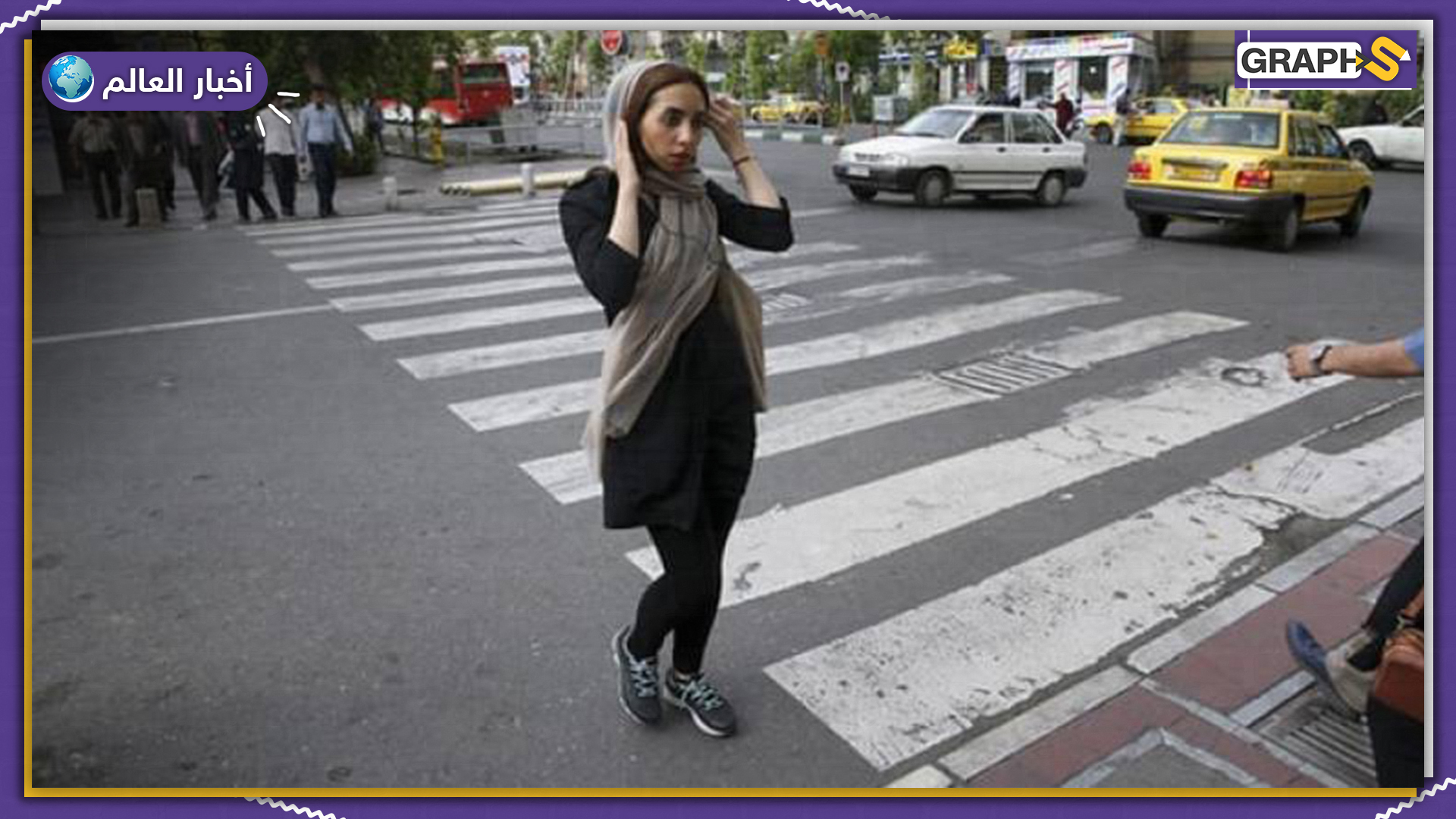 فتاة إيرانية ترقص