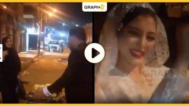عروس توقف عراضة زفافها