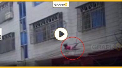 سقوط طفلة من نافذة