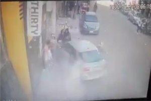 طفل يقود سيارة يتسبب بحادث دهس
