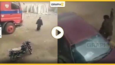 مصري يحطم سيارة طبيب
