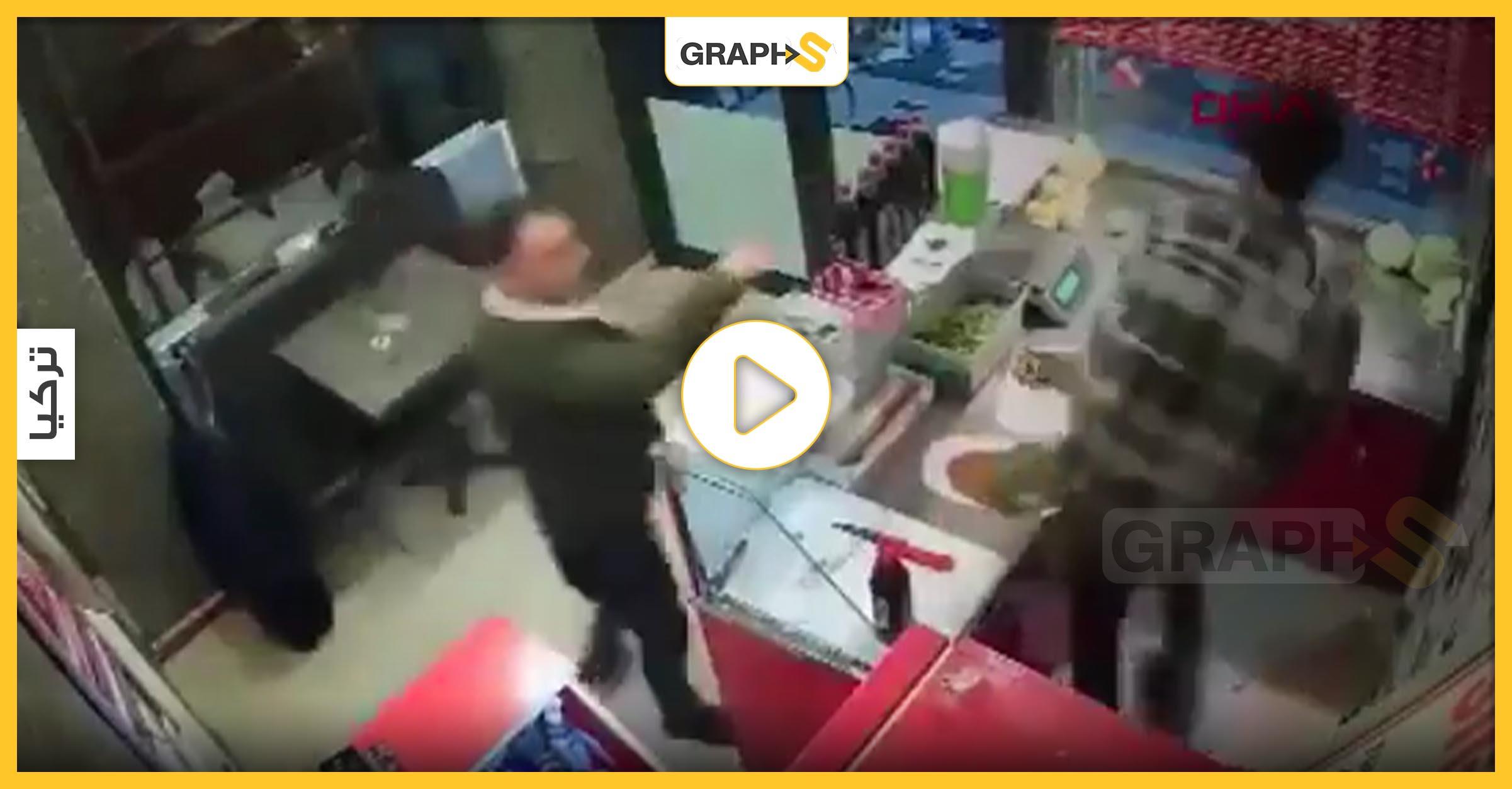 زبون يعتدي على صاحب مطعم