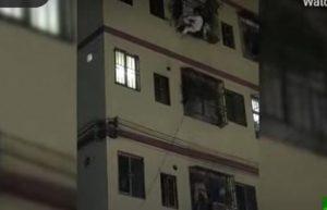 بائعة تنقذ فتاة من الموت في الصين