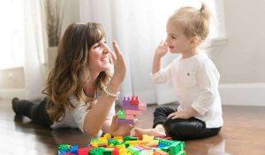 كيفية تنمية مهارات طفل بعمر السنة