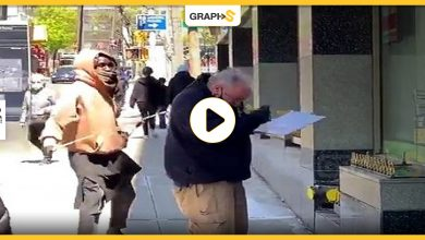 شاب مشرد يعتدي على ضابط شرطة