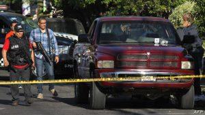 عصابة مكسيكية تهاجم أفراد الشرطة