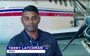 كابتن طائرة يغط بنوم عميق