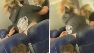 فتاة أمريكية تعتدي بالضرب المبرح على مضيفة طيران
