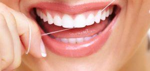 خيط تنظيف الأسنان