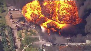 انفجار يتسبب بـ حريق هائل