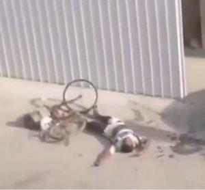 بحريني يصفع وافد آسيوي