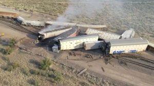 قطار يتسبب بدمار ضخم في المكسيك