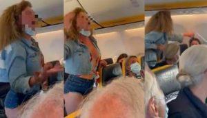 سيدة تعتدي على ركاب طائرة