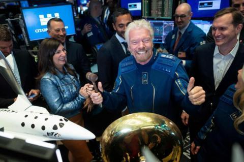 رحلة الملياردير البريطاني إلى الأرض