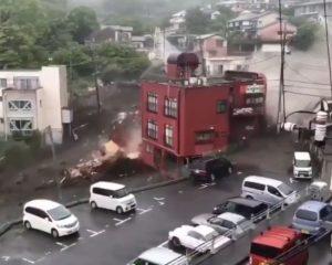انهيار أرضي يتسبب بكارثة في اليابان