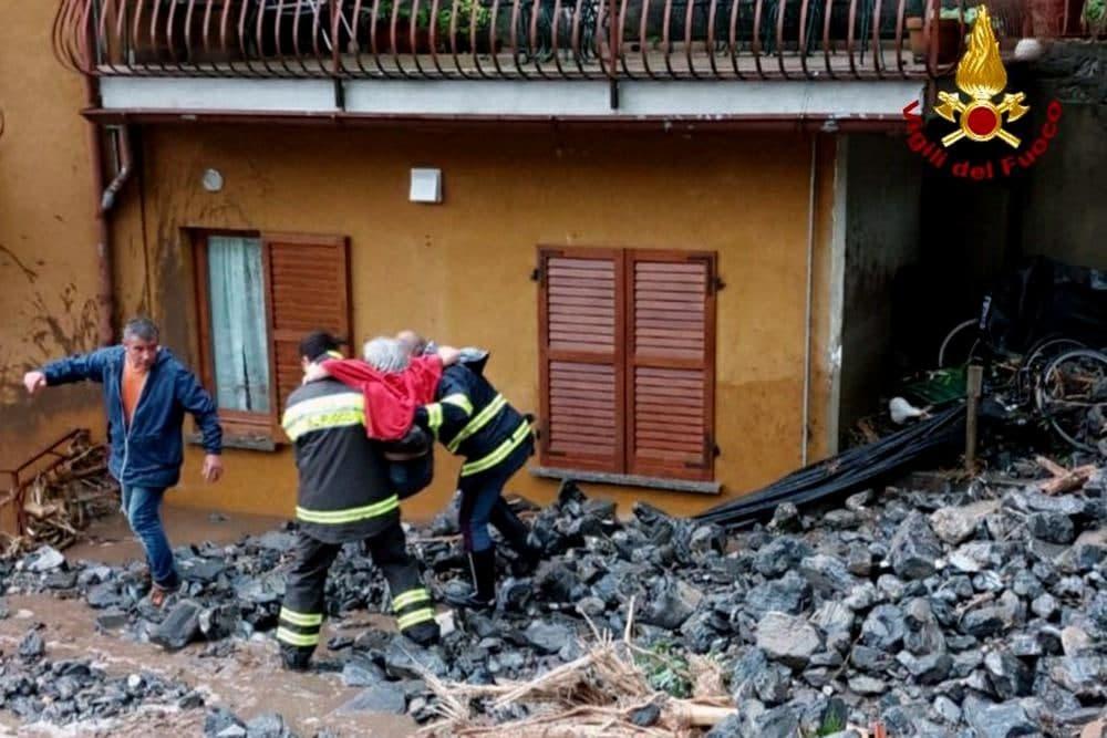 عواصف رعدية وانهيارات أرضية شمال إيطاليا.. وعاصفة نيبارتاك تضرب شمال اليابان -فيديو