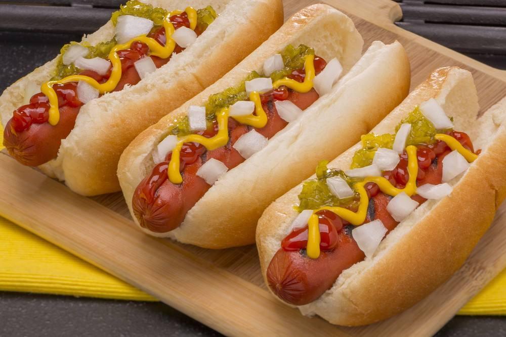 """""""الهوت دوغ"""" هو الأسوأ.. دراسة جديدة تكشف أطعمة """"تقصر العمر"""" وأطعمة أخرى """"تطيل فيه"""""""