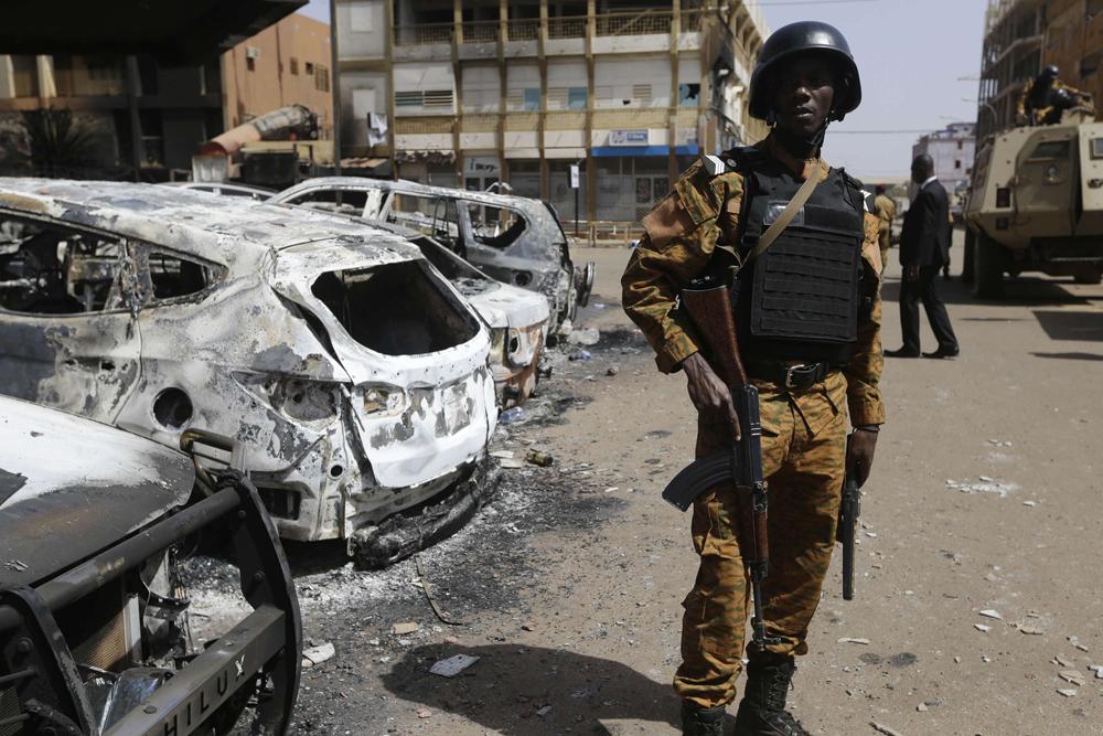 """""""أخبار العالم """"مسلحون يقتلون 47 شخصا في بوركينا فاسو.. لاجئون أفغان يدخلون تركيا من إيران بطرق غير شرعية.. زلزال هايتي يغرق المستشفيات بالجرحى"""
