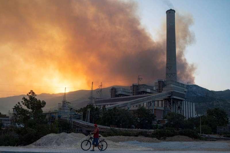 """""""أخبار العالم"""" بسبب الحرائق تركيا تخلي محطة حرارية"""
