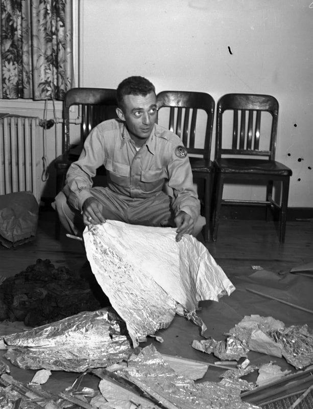 قصة الحكومة والعلماء والباحثين عن انفجار بالون للطقس في روزويل