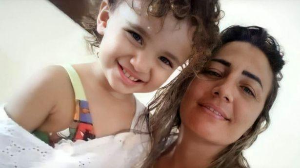 نهاية مفجعة لصغيرة في البرازيل بسبب شاحن جوال - صور