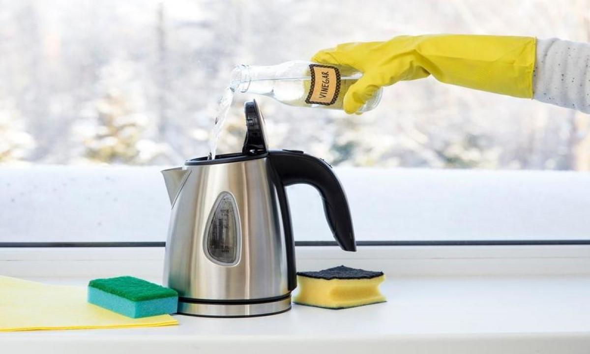 طرق تنظيف غلاية الكهرباء والتخلص من الرواسب البيضاء العالقة فيها من مكونات المطبخ