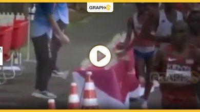 بالفيديو|| عداء فرنسي يتصرف بشكل غير أخلاقي أثناء ماراثون أولمبياد طوكيو وأمام الجميع