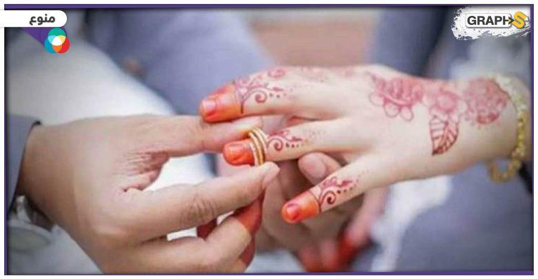 أندونيسي يتزوج عروسين معاً.