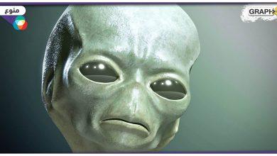 بالفيديو||حدث نادر.. فتح جسم كائن فضائي في مقر أبحاث في مدينة روزويل الأمريكية عام 1947