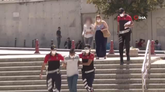 مشاجرة نسائية بتركيا.. تدخل شاب مع صديقته وجردا الفتاة الثانية من ملابسها والسلطات تلقي القبض عليهما - فيديو وصور