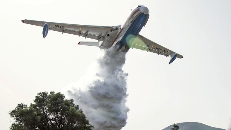"""""""أخبار العالم"""" الطائرة B200 طوق نجاة أثينا من الحرائق"""