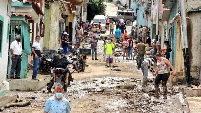 """""""أخبار العالم """"مصرع 13 شخصا في فيضانات غربي فنزويلا..4 طائرات روسية لإجلاء أكثر من 500 مواطن روسي من أفغانستان.. بدء مغادرة القوات الأمريكية لمطار كابول مع استمرار عمليات الإجلاء"""