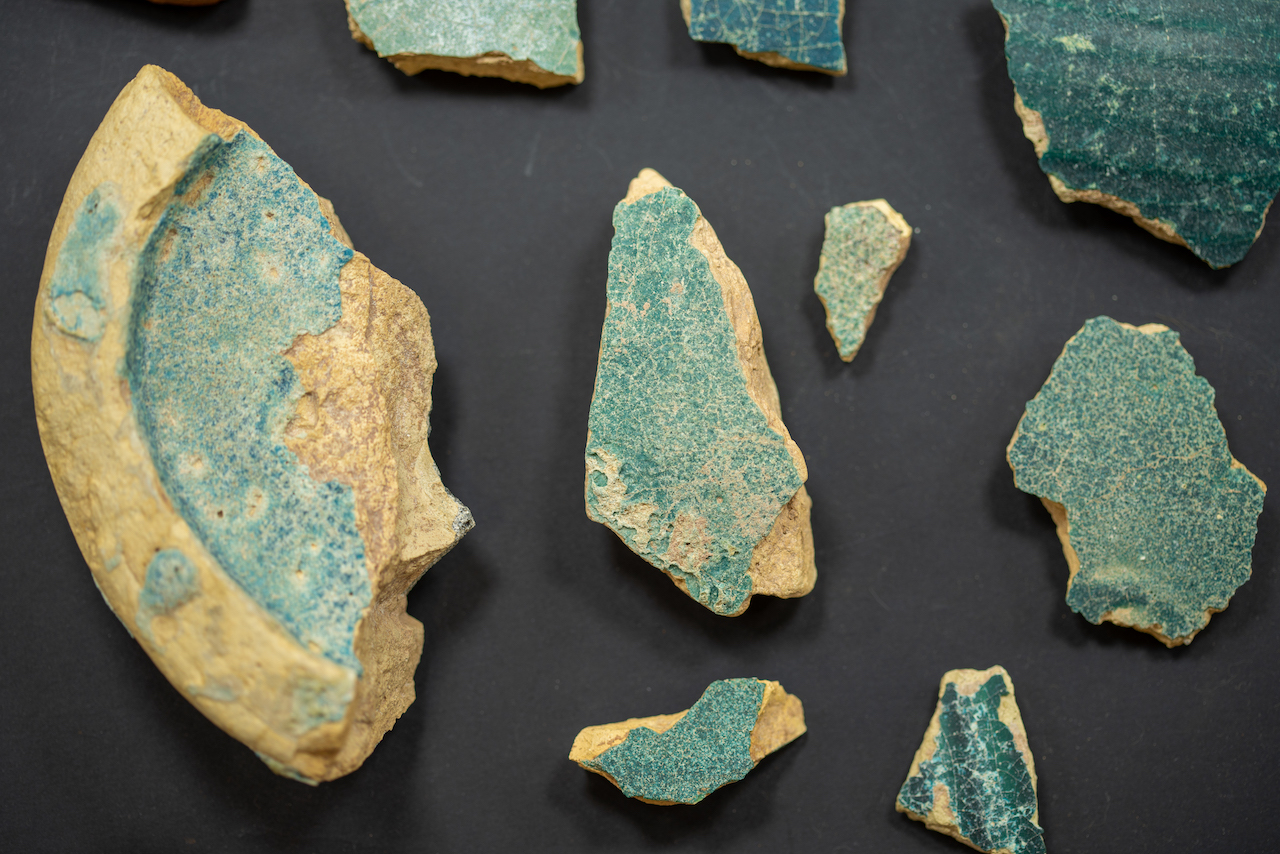 اكتشاف كنز أثري ثمين يعود إلى العصر العباسي في إمارة الشارقة (فيديو وصور)