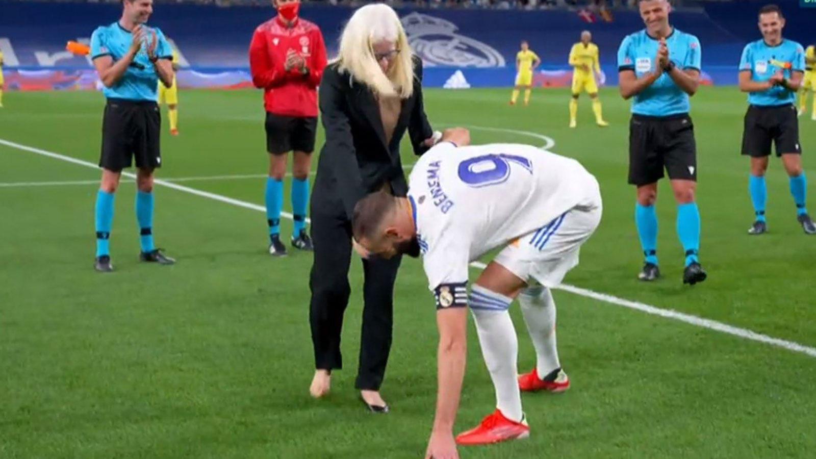 بالفيديو|| لفتةٌ إنسانية رائعة من كريم بنزيما.. ومحمد صلاح يدخل التاريخ بعد مباراةٍ مجنونة