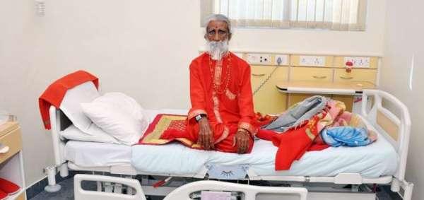 """لم يأكل أو يشرب طيلة 76 عاماً..رجلٌ هندي يمارس اليوغا """"حيَّر الأطباء وتحدى قوانين الطبيعة"""""""
