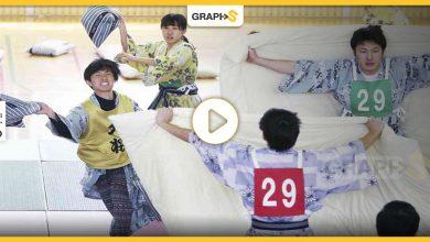 """مسابقة """"حرب الوسائد"""".. من لعبة يمارسها الصغار قبل النوم إلى منافسة تقام سنوياً في اليابان – فيديو وصور"""
