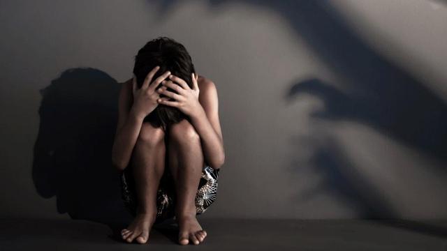 مصر.. إمام جامع يقوم بالإعتداء على فتاة صغيرة.. وامرأة تقتل حماتها بطريقة مروعة