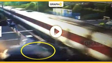 بالفيديو   بريطانيا.. حادث مروع لتصادم قطار وسيارة رياضية فارهة.. والشرطة البريطانية تحدد أسباب الحادث