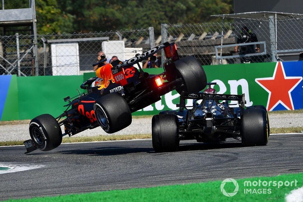 بالفيديو|| حادثٌ خطير يتعرض له بطل العالم في الفورمولا 1 لويس هاملتون..نجا من الموت بأعجوبة