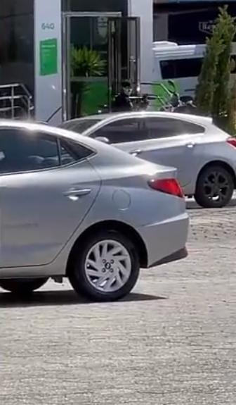 بالفيديو   على طريقة الأفلام الهوليودية.. عصابة مسلحة تقتحم بنكاً جنوب البرازيل وتسلب خزينته بوضح النهار