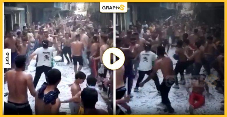 بالفيديو   في مصر.. شبان يرقصون على لمبات مكسرة شبه عراة في حي شعبي ليثير ضجة كبيرة فما السبب؟