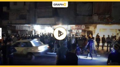 بالفيديو|| في مصر.. اعتداء مجموعة كبيرة من الشبان على شخص وسط الشارع أمام أعين المارة