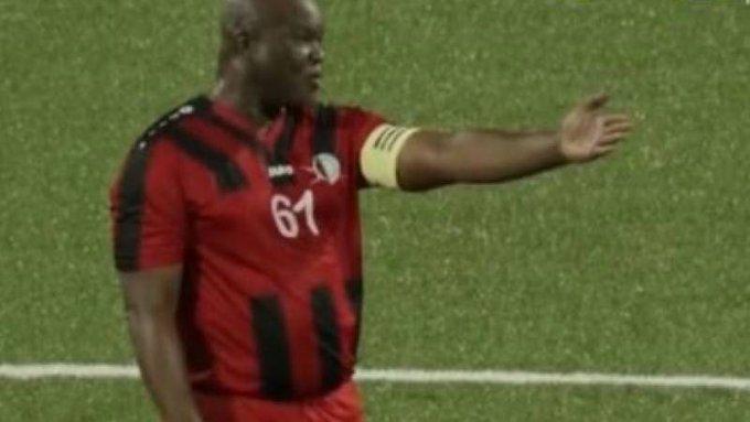 بالفيديو|| نائب رئس دولة يقود فريقه بمباراة وهو في الـ 60 من العمر.. لينتهي اللقاء بنتيجةٍ مفاجئة ومثيرةٍ للجدل