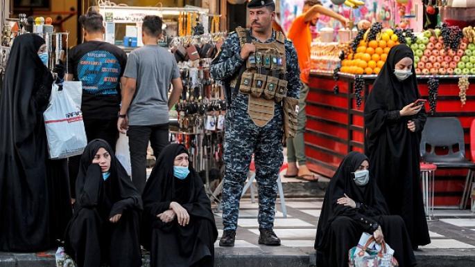 كاميرات المراقبة توثق أغرب عملية سطو مسلح على امرأة عراقية .. أحد اللصوص يرتدي زي امرأة - فيديو
