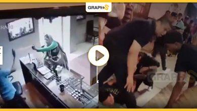 بالفيديو|| أغرب حالات سرقة موثقة بالصوت والصورة.. سيدة عربية تفشل بالسطو على محل مجوهرات وأمريكية وزوجها يسلبان رجلاً أمام أعين العامة والشرطة