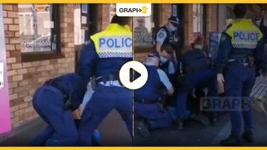 """الشرطة في سدني الأسترالية تعتدي على فتاة بشكل عنيف وسط العامة رغم صراخها """"أعاني من إعاقة"""" -فيديو"""