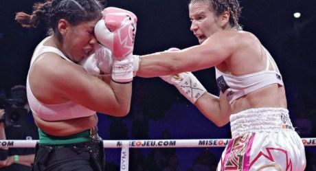 بالفيديو   لحظة تعرض ملاكمة شهيرة للضربة القاضية داخل حلبة المبارزة في المكسيك والتي أدت لموتها