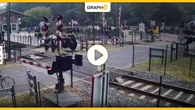 مشهد يحبس الأنفاس.. نجاة فتاة بأعجوبة من نهاية مؤلمة أسفل قطار سريع - فيديو
