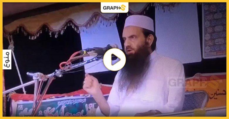 """بالفيديو   لحظة خروج الروح لداعية باكستاني أثناء إلقائه محاضرة عن الصحابة .. وإحدى المتابعات """"يازين حسن الخاتمة"""""""