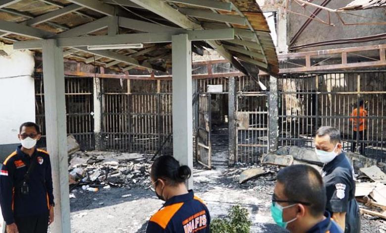 بالفيديو والصور|| حريق هائل في سجن بإندونيسيا.. نيرانه التهمت 41 شخصا
